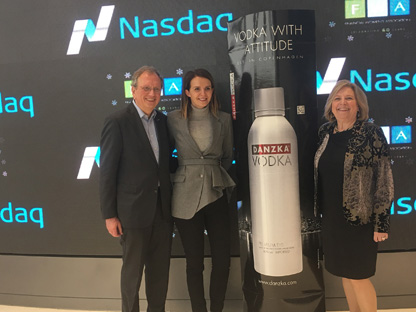 Nasdaq-News-Rüdiger-Behn-with-Alexandra-Albu-and-Katrin-Dambrot