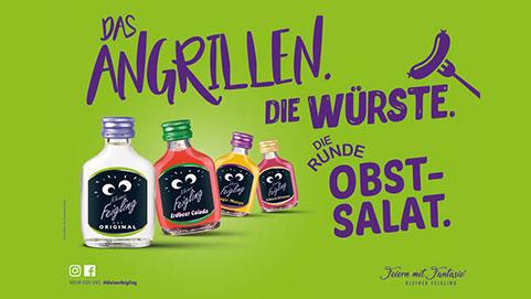 KLEINER FEIGLING: Das Angrillen. Die Würste. Die Runde Obstsalat.
